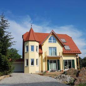 PaX Holz-Aluminiumfenster, EHRET Fensterladen und Garagentor