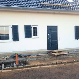 Fentserläden von Ehret, Kunststofffenster von EkoOkna, Haustüre von Inotherm 2019