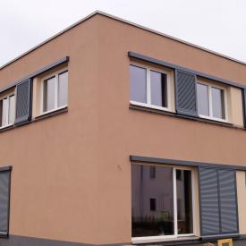Weru Fenster mit Ehret Schiebeladen (Führung unterhalb der Fensterbank) Neubau 2014-15 Entwurf: raumwerkstatt Lutz Stöckigt