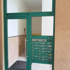 Gewechselte Haustüre mit Bestandsbriefkastenanlage